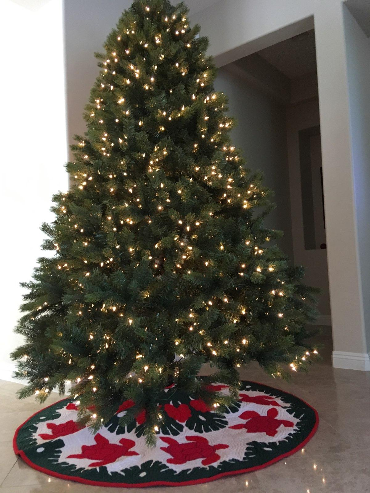 "Lindy's Christmas tree skirt (60"" diameter)"